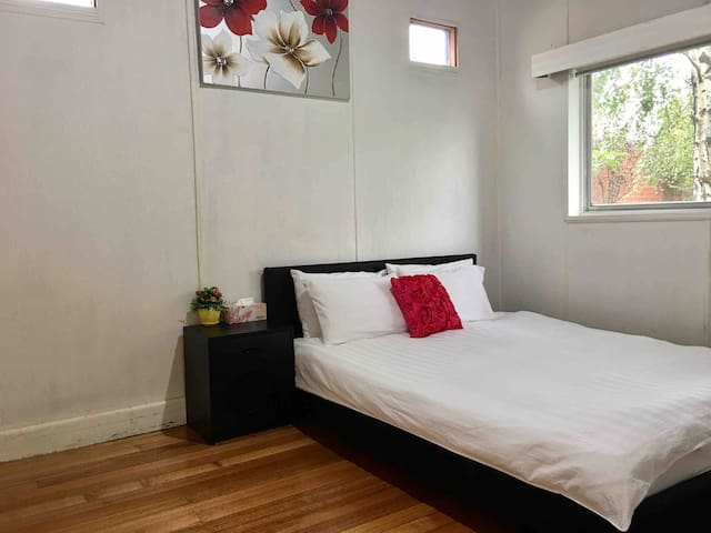 Melbourne Balwyn----queen bed