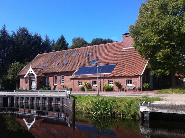 FeWo  im Alten Fehnhaus am Kanal mit Sauna u. Pool