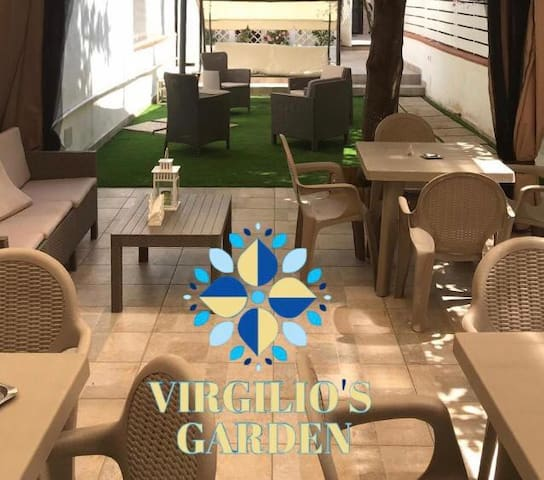 Virgilio's Garden B&B - Blue Room