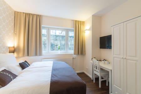 Kleines Zimmer im britischen Stil in Stadtnähe