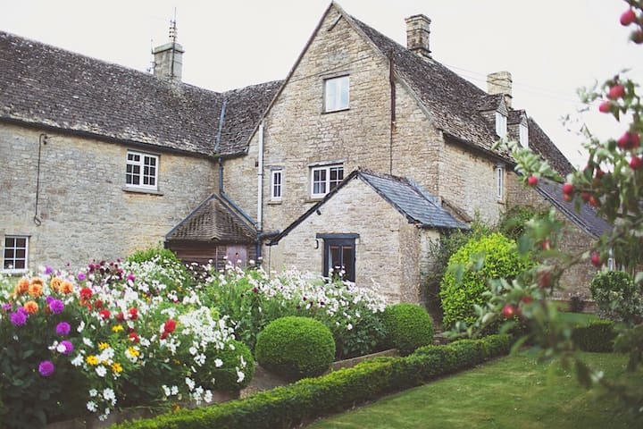 The Old House at Merriscourt in the Cotswolds - Oxfordshire - House