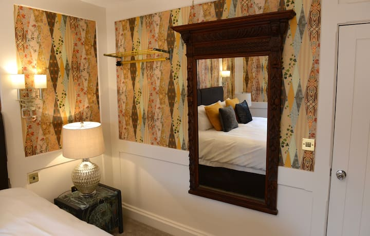 Spacious Luxury Hotel Rooms, close to everything