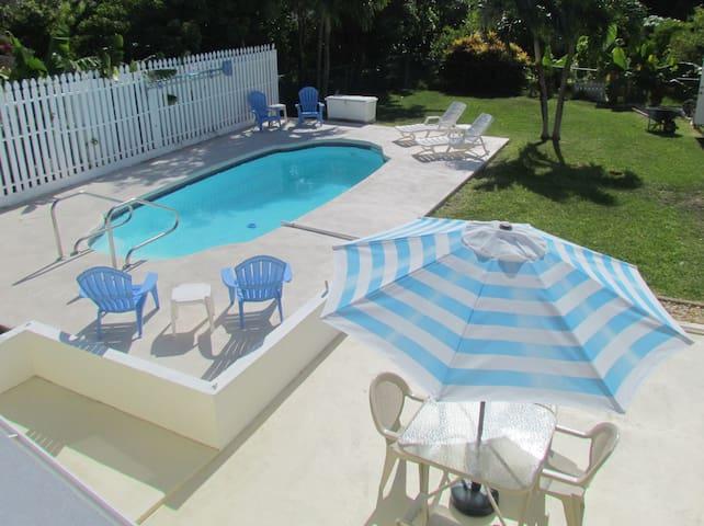 Spacious 2/2 private pool, walk 2 town,  Seaviews