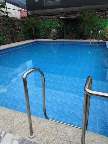 3 airconditioned bedrooms, private pool, parking