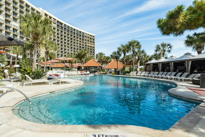 San Luis 4 Star Resort Condo w/ ocean views, shared pool, & hot tub