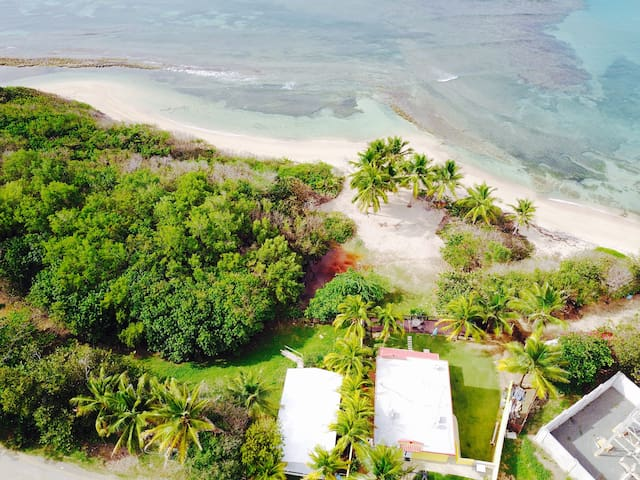 Beach Front Private Studio! Private beach Access - Vieques - Apartment