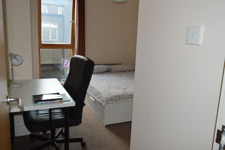 Amazing Double Room. 35 min to Central London