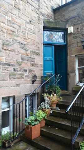 Near Centre, Double Room, peaceful Victorian house - Edinburgh - House