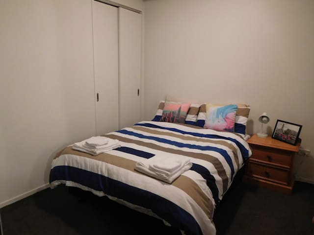 Central and Cozy+Fast WiFi ; Weekly special! - Auckland - Daire