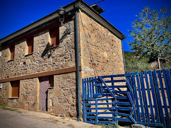 La Casa de la Valla Azul