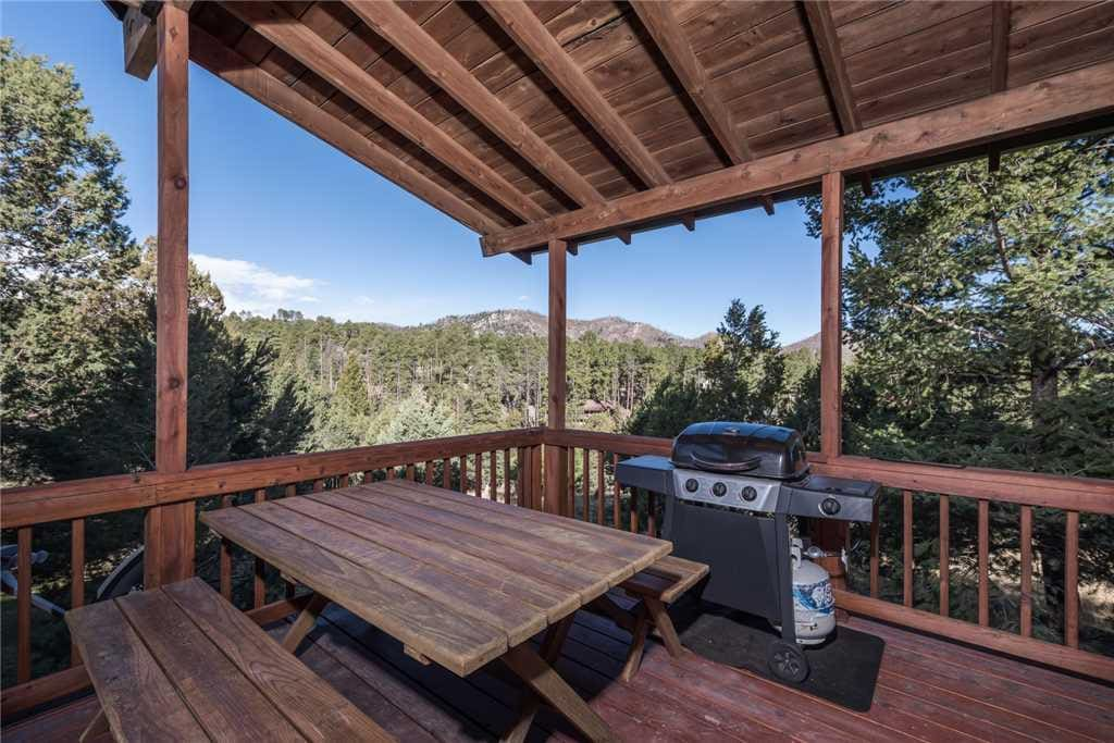 Dine in the pines! Prepare your dinner outside and enjoy grilling in the cool mountain air.