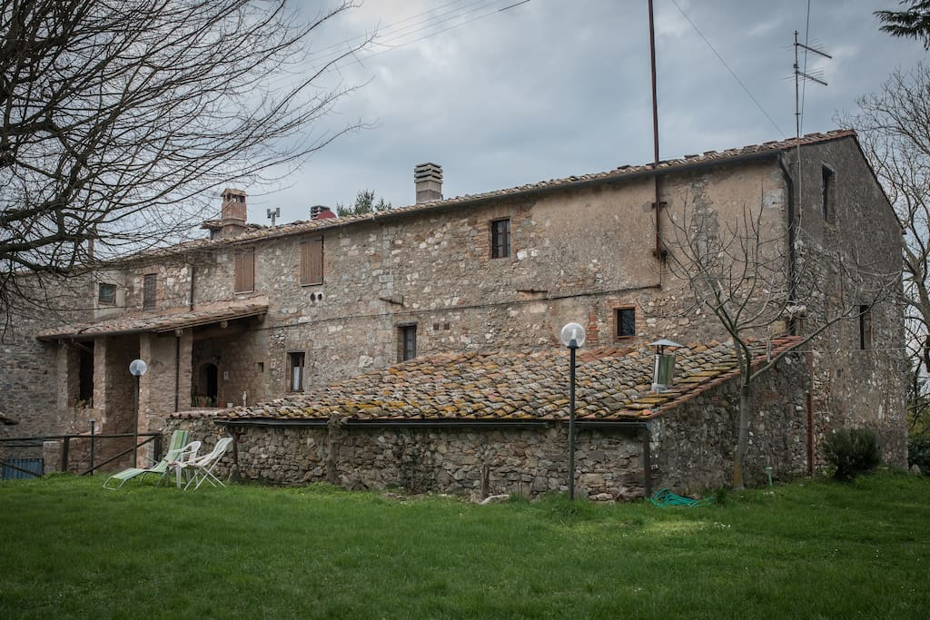 Il poggetto annesso al podere. The hillock annexed to the farmhouse.