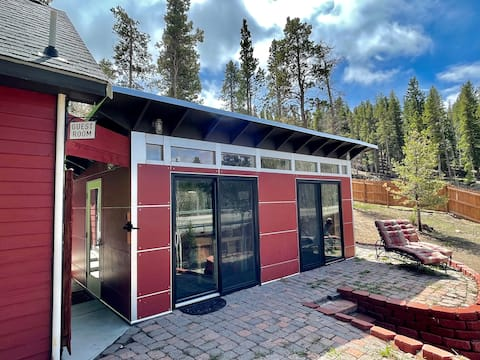 Cozy Guest Suite: Views, Hot Tub, Hospitality