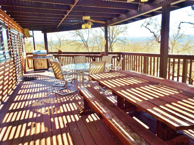 Lake Dreamers stay in this Pet Friendly home