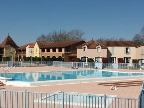 Maison pour détente avec piscine chauffée et vélos