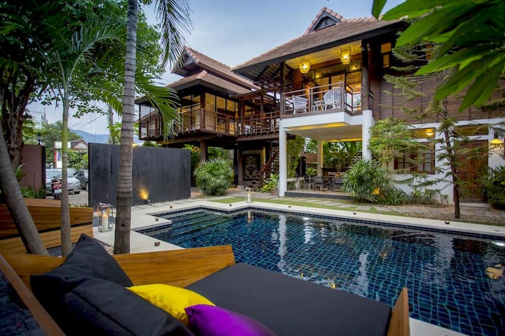 5 bedroom Luxury Pool Villa - City Centre NG