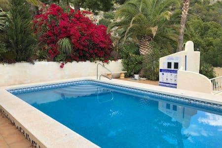 Beautiful apartment + the pool + sea views