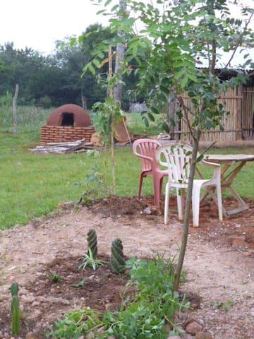 Lehm Naturhaus Paraguay natural clay round house.