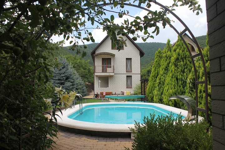 Комната №1 в доме с бассейном (500 м до моря)