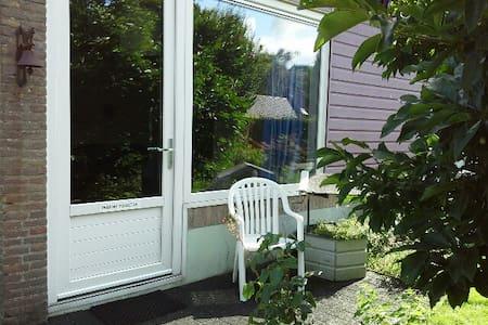 Kamer met eenpersoonsbed, eigen ingang en terras - Dwingeloo - Leilighet