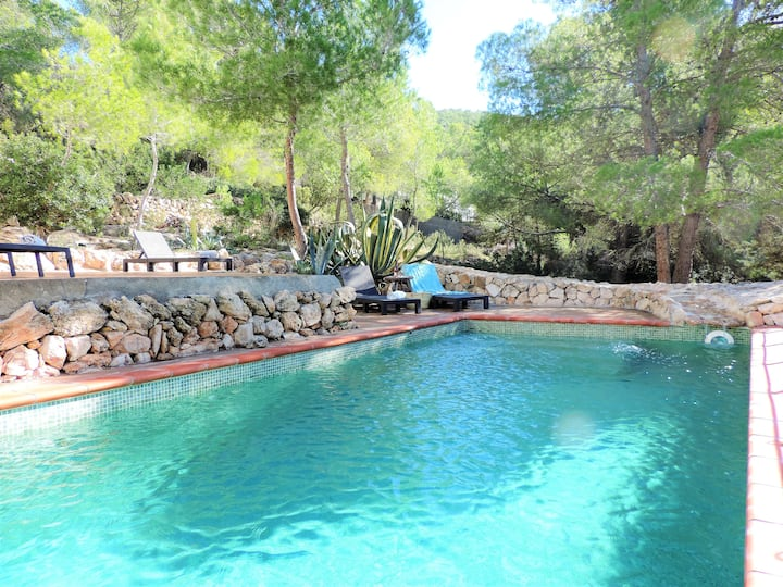 Beautiful country house in Cala Yondal