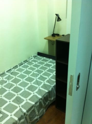 Sham Sui Po --- Room for 1 person with lift ! sp2a