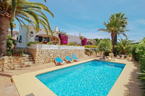 Balia - sea view holiday home with private pool in Benissa