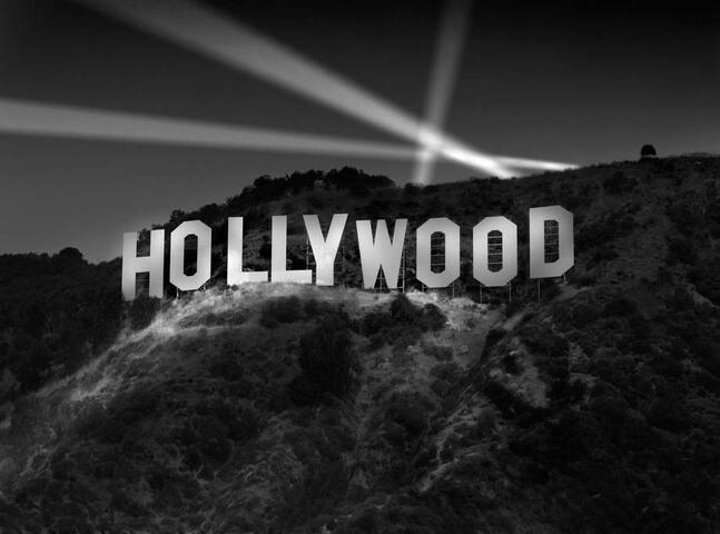 Just 19 miles to the Hollywood Sign.