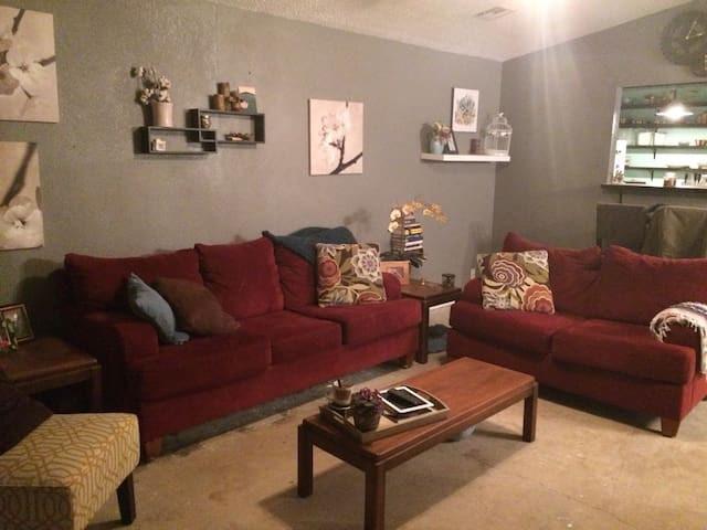 Comfortable home near airport - Tulsa - Casa