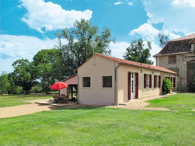Holiday home in Eygurande-Gardedeuil for 6 persons
