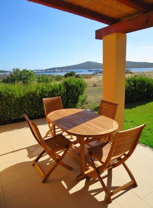 Terrasse mit Blick auf das Meer /  Terrace with sea view /  Grande terrazza con vista mare