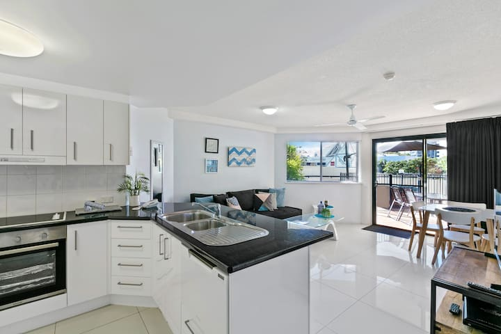 Fully Self-Contained Kitchen and Dining area