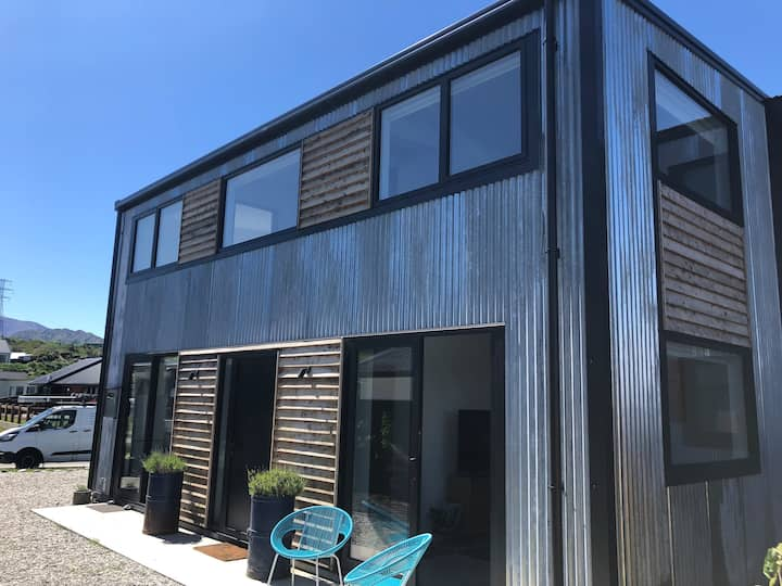 2 bed, 2 bath Little Shotover Barn- Brand New