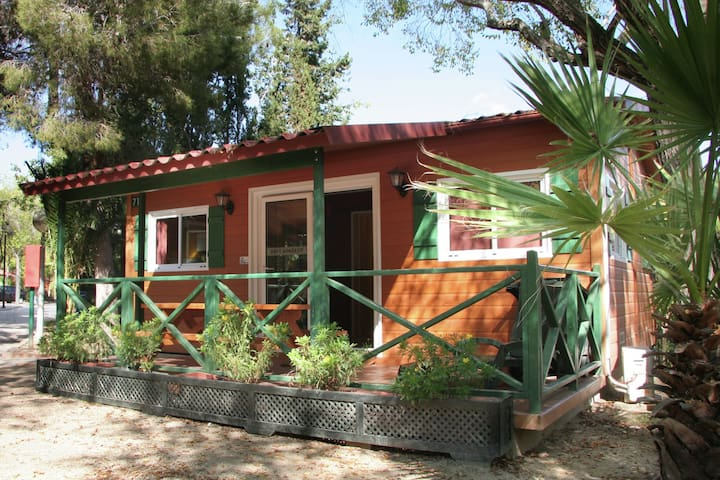 Chalet with air conditioning on beautiful park with large swimming pool, 3 km. from the beach