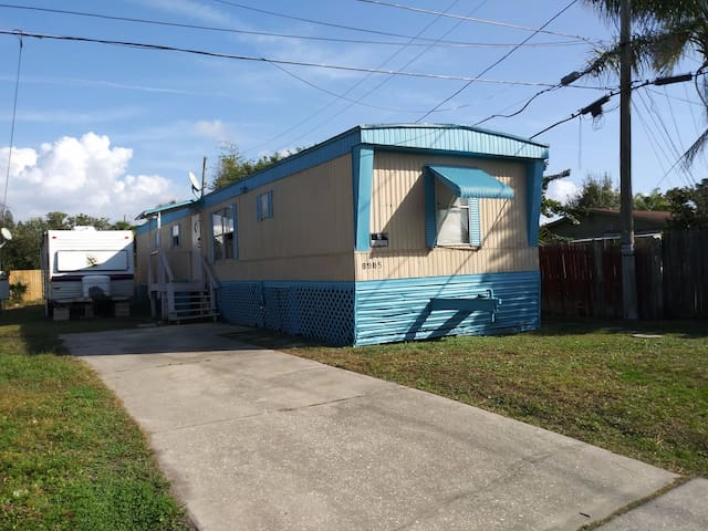 CALM ,COOL,RELAXED ,1 BED 1 BATH NEAR BEACH (6985)