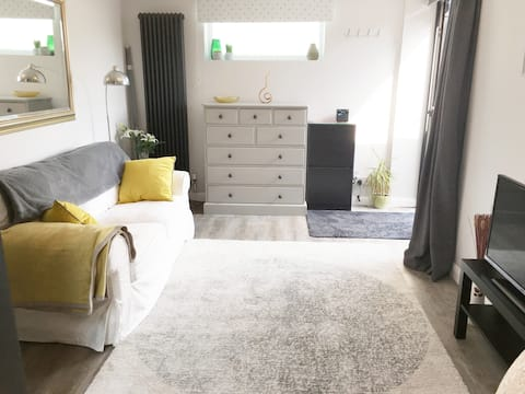Self contained, double bed, clean, new and quiet