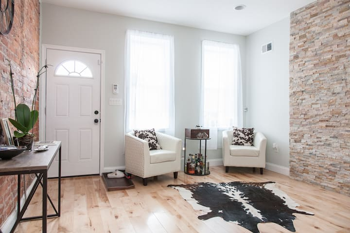 A Fabulous Grays Ferry Townhome!