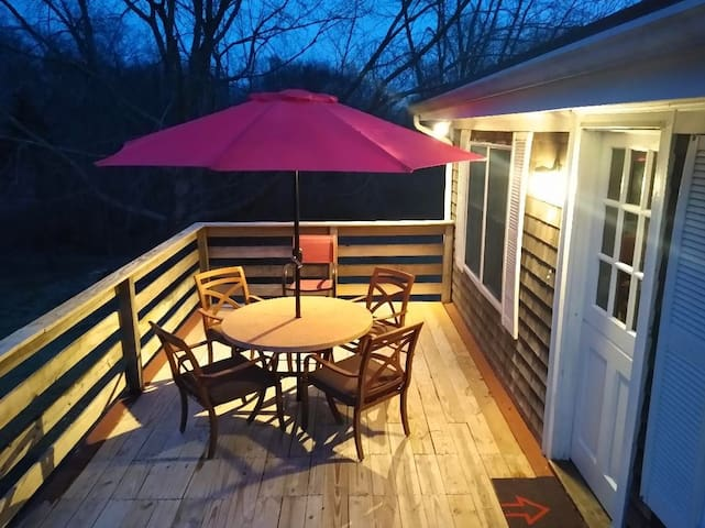 Fresh Air Getaway, King Bed, Outdoor Dining - NEW!