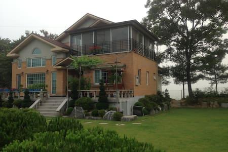 Jandi House 잔디정원 - Janghowon-eup, Icheon - Casa de campo