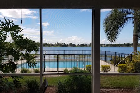 Beautiful Lakefront Townhouse with Pool