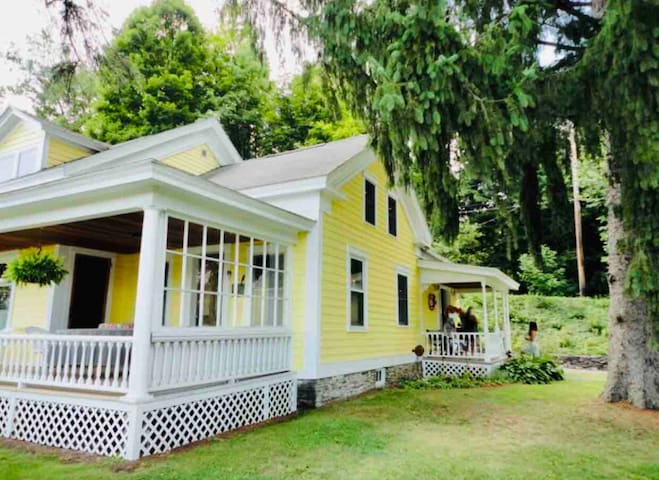Charming creekside farmhouse & barn close to town