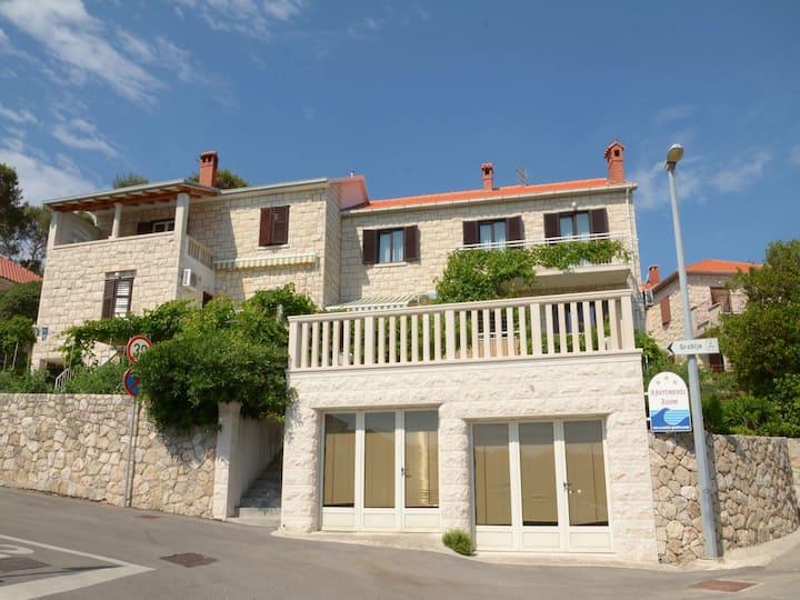 Appartement Vrilo - 20m from beach; A1(4) Postira, Île de Brac