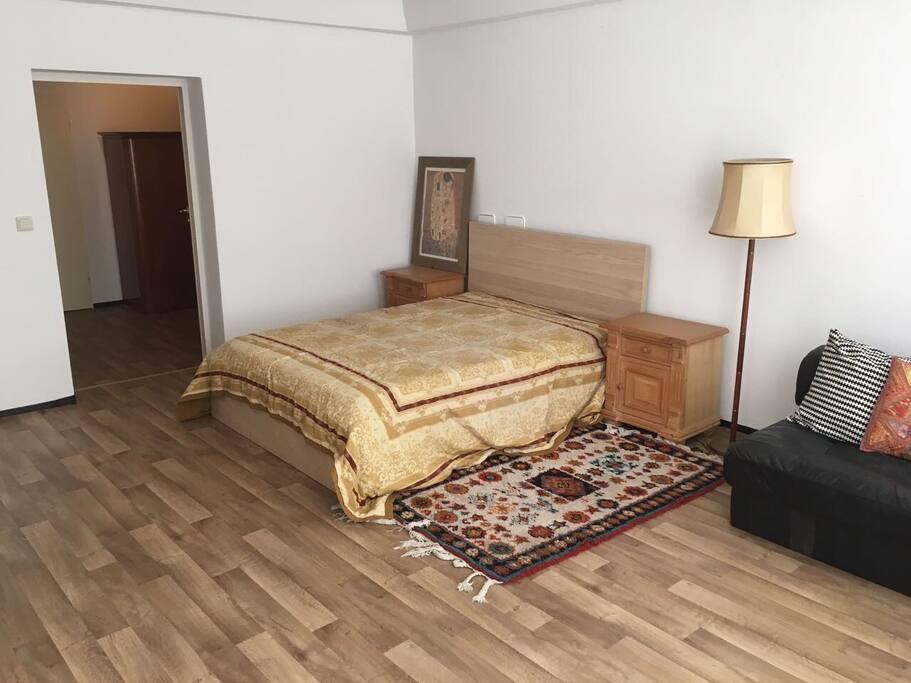 souterrain wohnung in sch neberg tiergarten. Black Bedroom Furniture Sets. Home Design Ideas