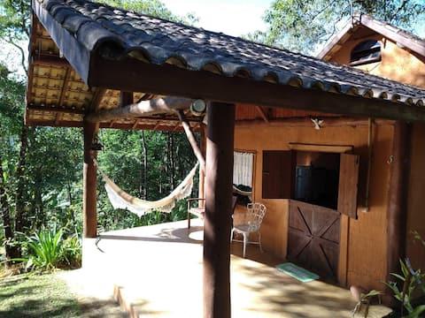 Casa na serra com vista para a mata  e Cachoeira