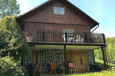 Odpočinková chata v údolí Berounky