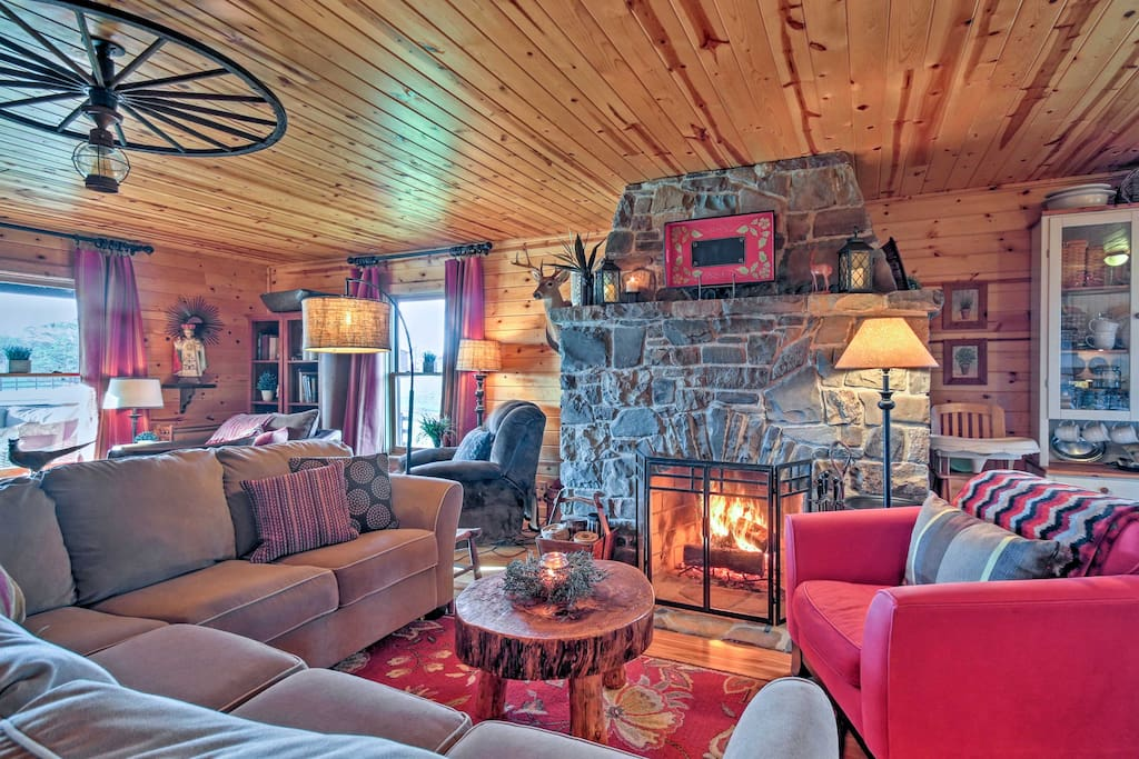 This luxurious 3,000-square-foot home sleeps 12 guests, and features a huge wood-burning fireplace, an expansive deck and a wonderful sauna.