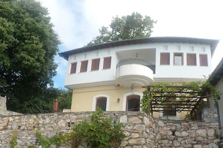 Annas House - Milies - Szeregowiec