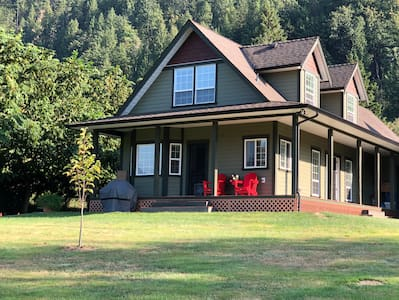 Large Private Guesthouse near Chilliwack and Hope!