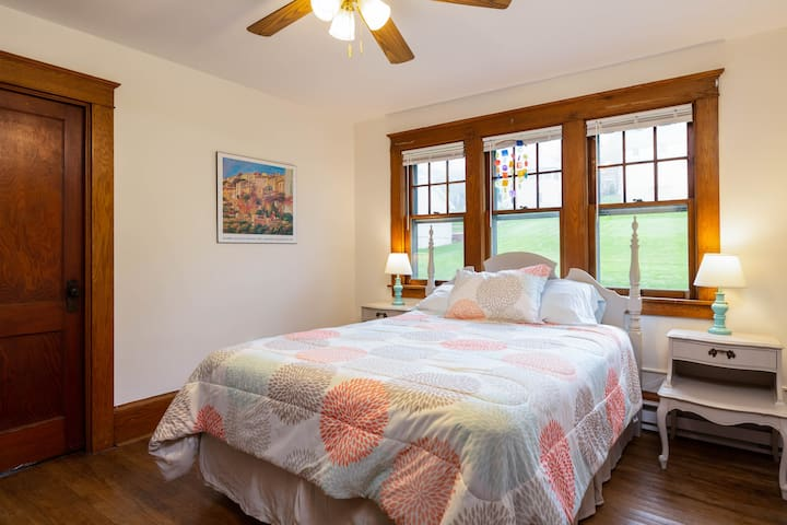 Queen size bed in large rear bedroom