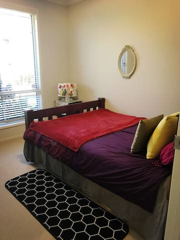 Lovely room in quiet safe area with queen size bed